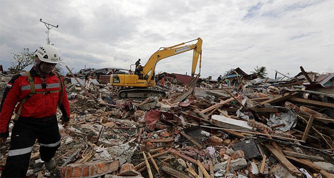 2 binden fazla kişinin öldüğü depremden geriye enkaz kaldı