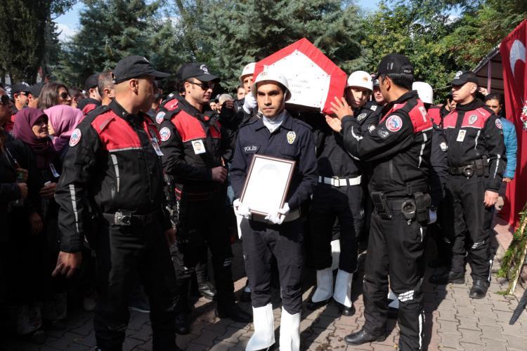 POLİS MEMURU GÖZYAŞLARIYLA UĞURLANDI