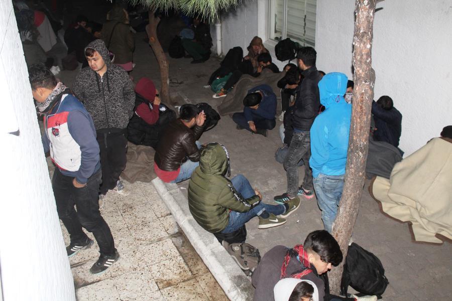 Ayvalık'ta jandarma 102 göçmeni faciadan kurtardı