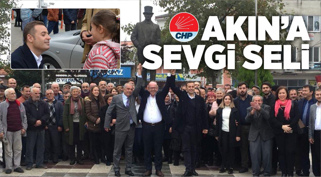 AHMET AKIN'A SEVGİ SELİ