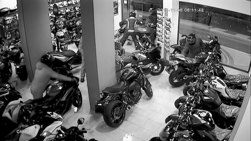 Hırsızlar ne alarm dinledi ne kamera