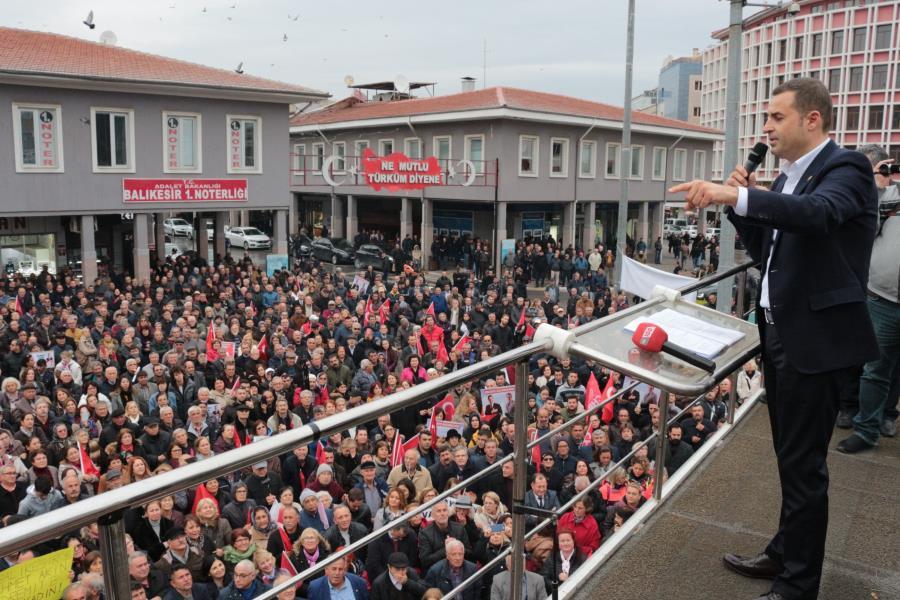 CHP'nin Balıkesir adayı Akın'a yoğun ilgi
