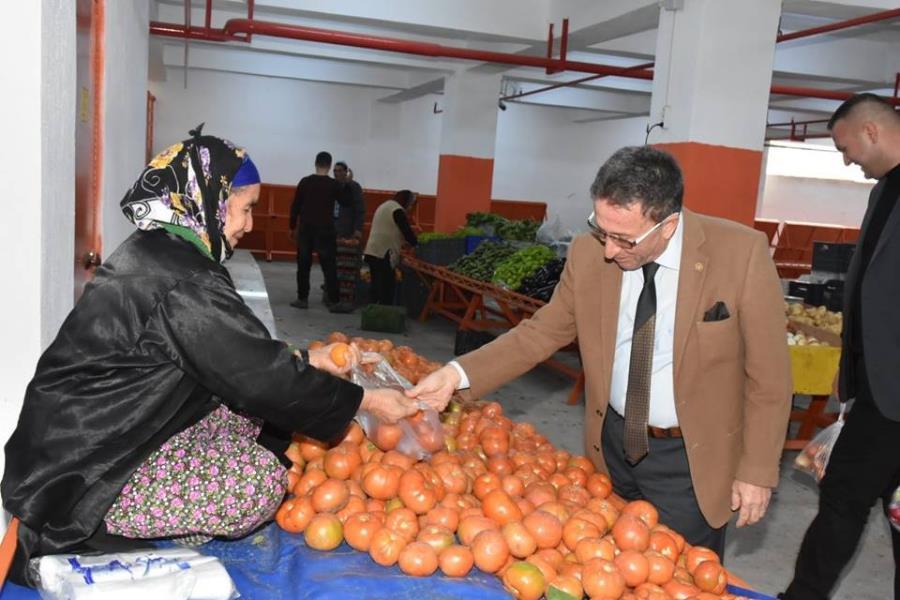 Başkan Saka semt pazarında