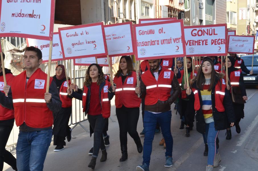 Genç Kızılaycılar Dünya Gönüllüler Gününü kutladı