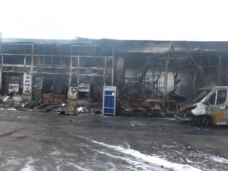 İşyerinde çıkan yangın çevre dükkanlara da zarar verdi