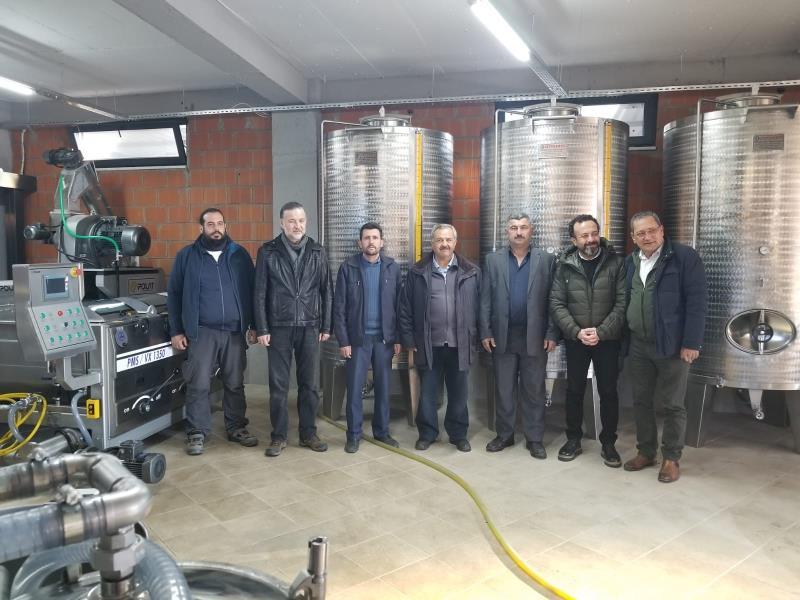 Burhaniye'de organik zeytinyağı fabrikası ilgi gördü
