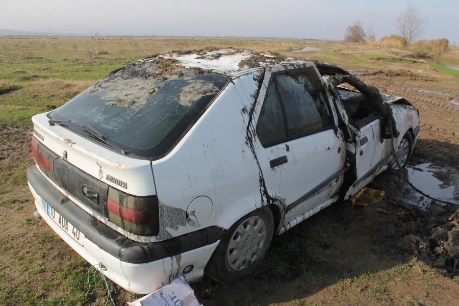 Dereye uçan araçta 2 kişi öldü