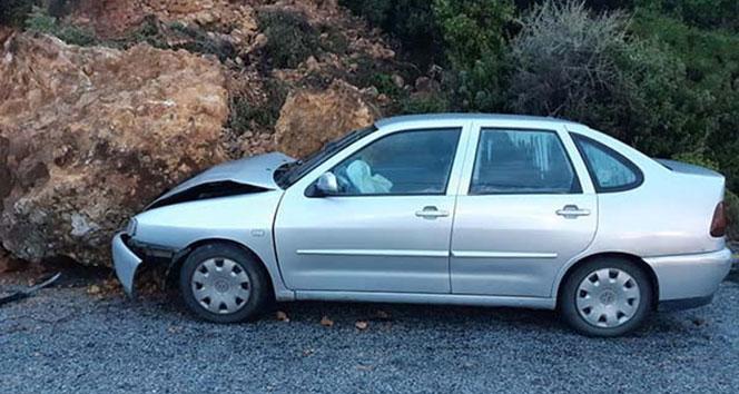 Arabanın üstüne dev kaya parçası düştü