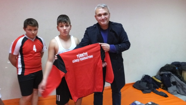 Burhaniye de Ataş, Genç Güreşçileri Sevindirdi