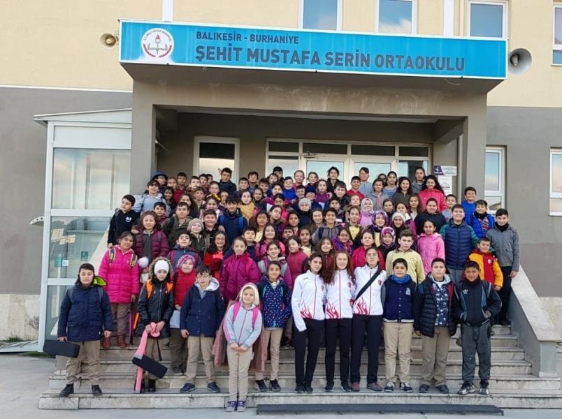 Dünya şampiyonları ortaokul öğrencileriyle buluştu