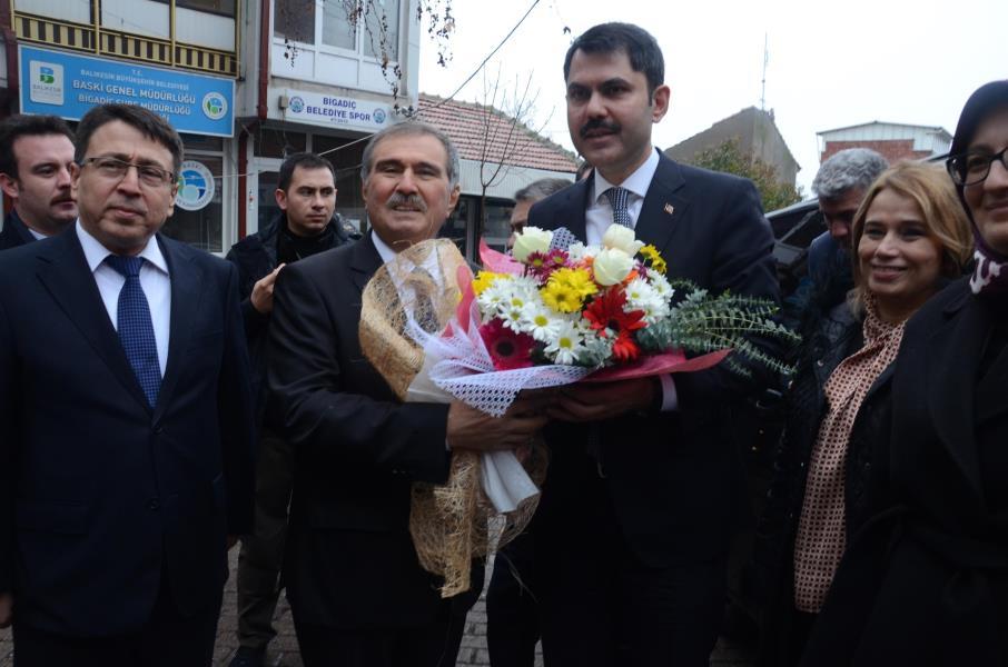 Bakan Kurum, Bigadiç Belediyesini ziyaret etti