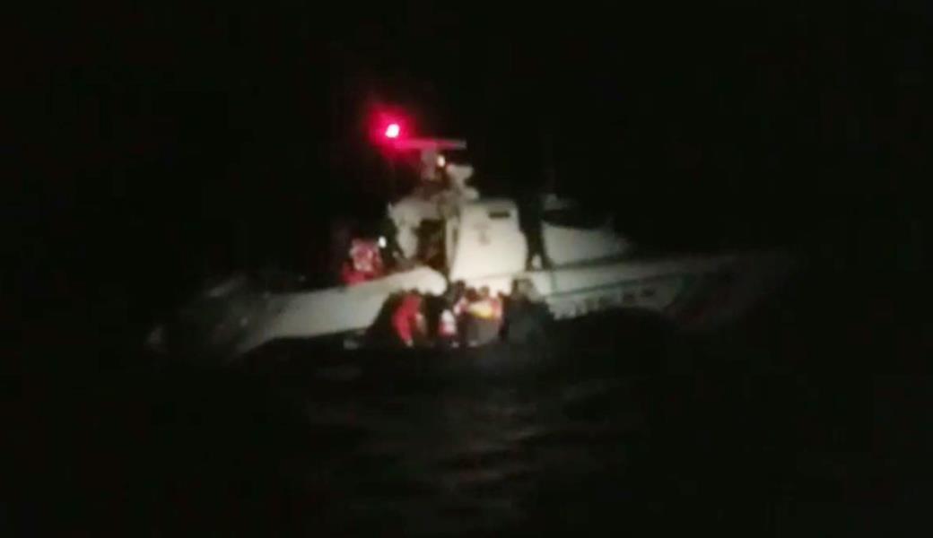 43 Afgan fırtınada sahil güvenlik tarafından kurtarıldı