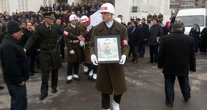 Kaza kurşunu ile şehit olan asker son yolculuğuna uğurlandı