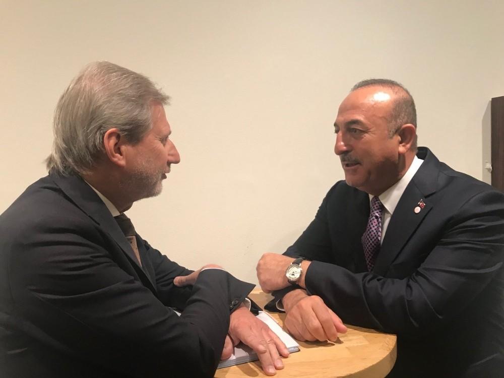 Çavuşoğlu, AB Komisyonunun Komşuluk Politikasından Sorumlu Üyesi Hahn ile görüştü