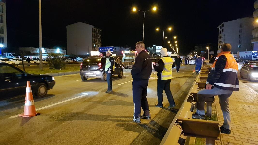 Kontrolden çıkan otomobil kamyonetle çarpıştı: 5 yaralı