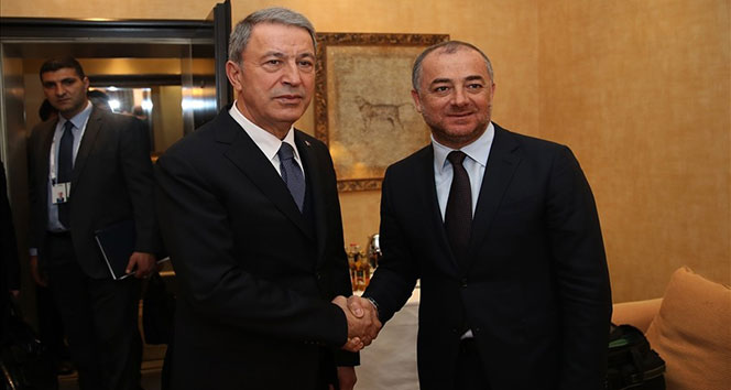 Bakan Akar Lübnanlı mevkidaşıyla bir araya geldi