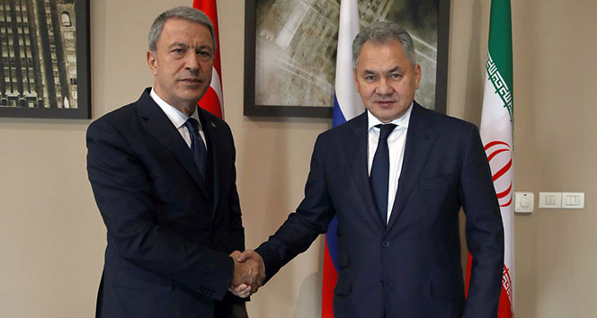 Bakan Akar, Rus mevkidaşı ile bir araya geldi