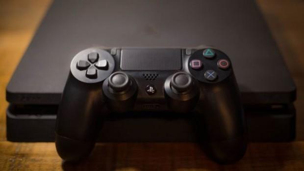 Meyve tartısı etiketi yapıştırdığı PlayStation 4'ü 9 euroya aldı