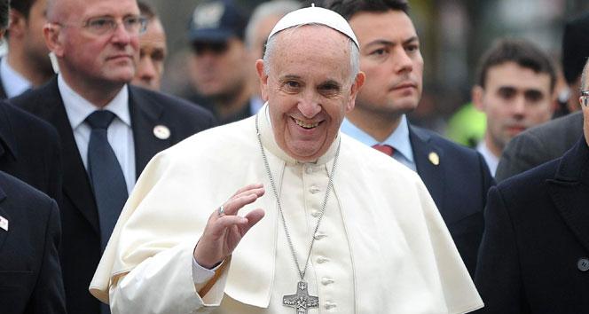 Papa tacizleri itiraf etti