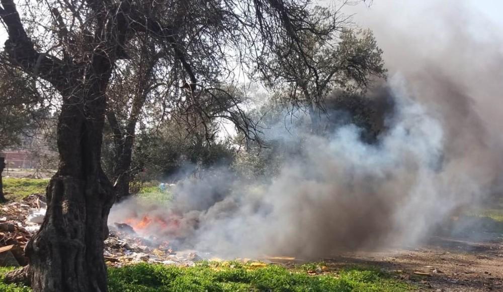 Burhaniye'de çöp yangını