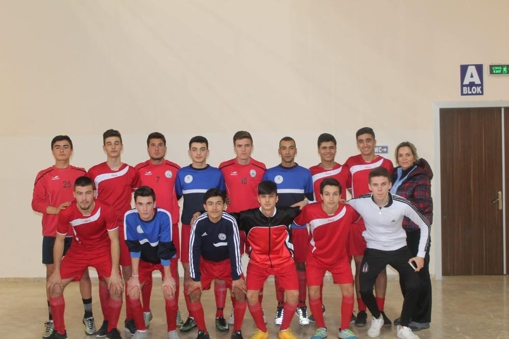 Burhaniyeli gençler Çanakkale'de Futsal şampiyonu oldu