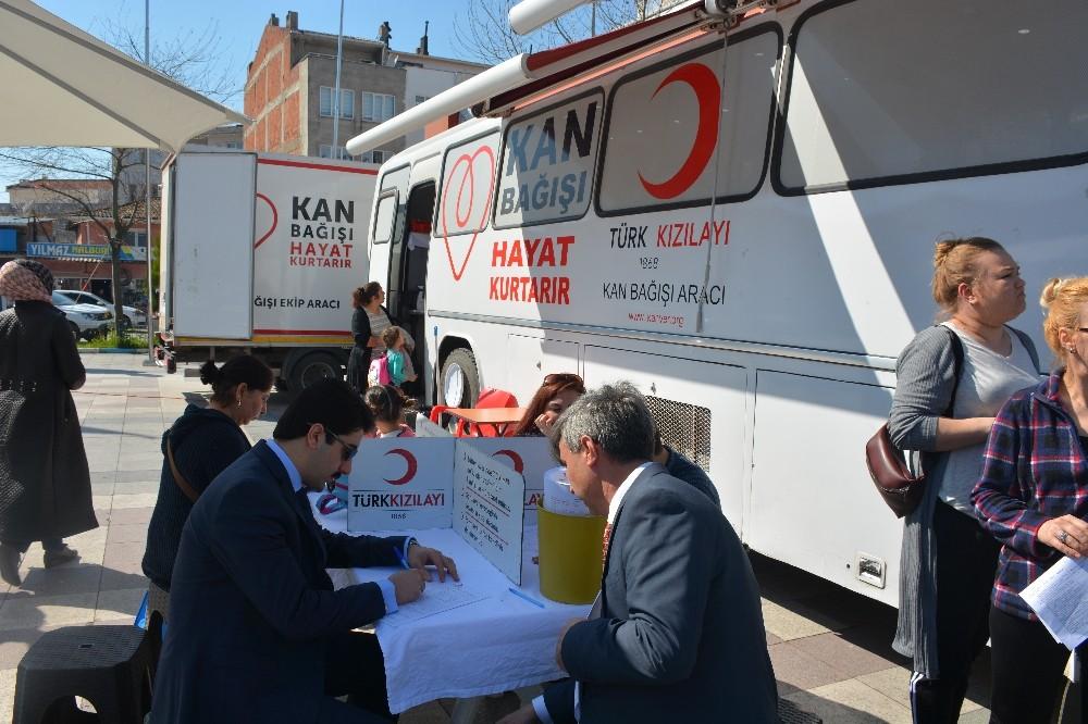 Kızılay'a kan bağışında artış oldu