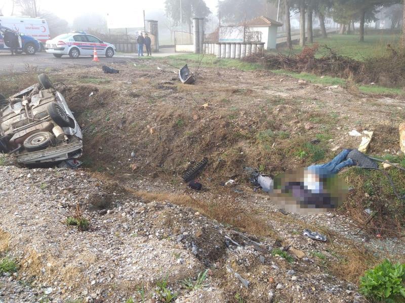 Kazada araçtan fırlayarak hayatını kaybetti