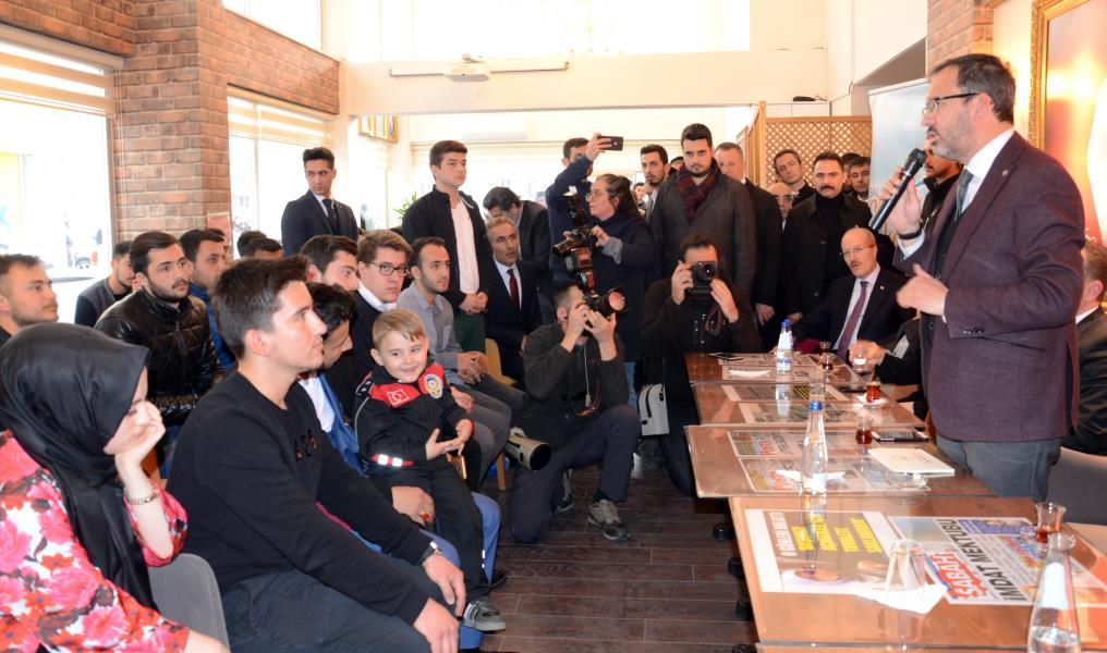 Bakan Kasapoğlu Balıkesir'de gençlerle buluştu