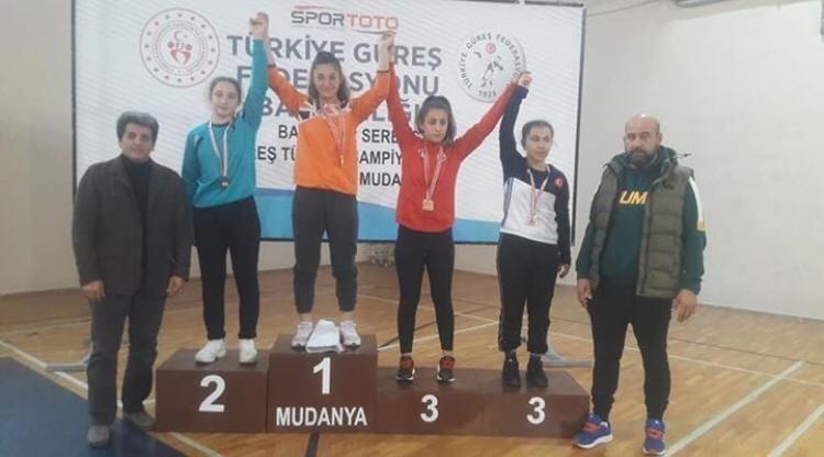 Derya Nur güreşte Türkiye şampiyonu