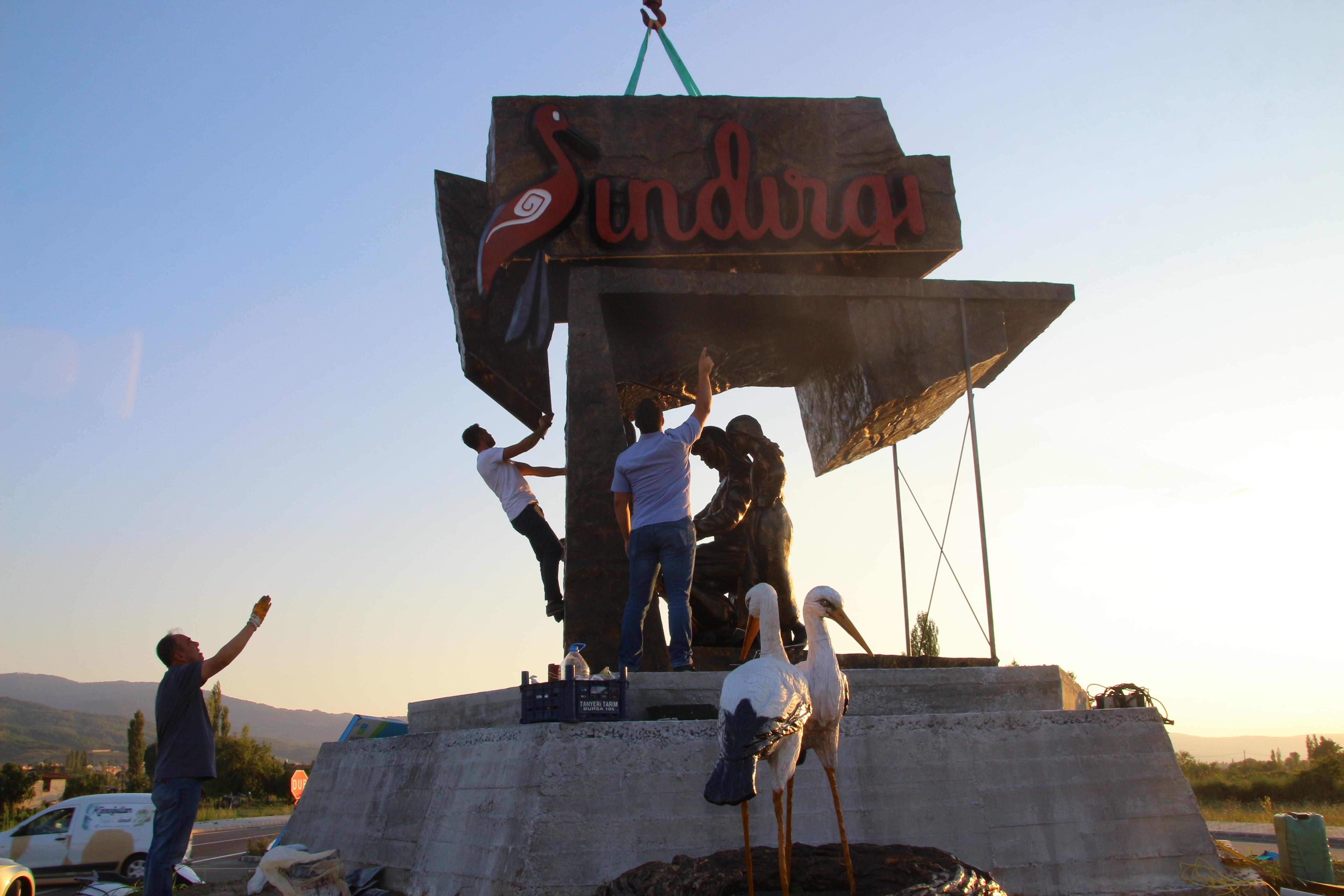 SINDIRGI'YA İKİ YENİ HEYKEL