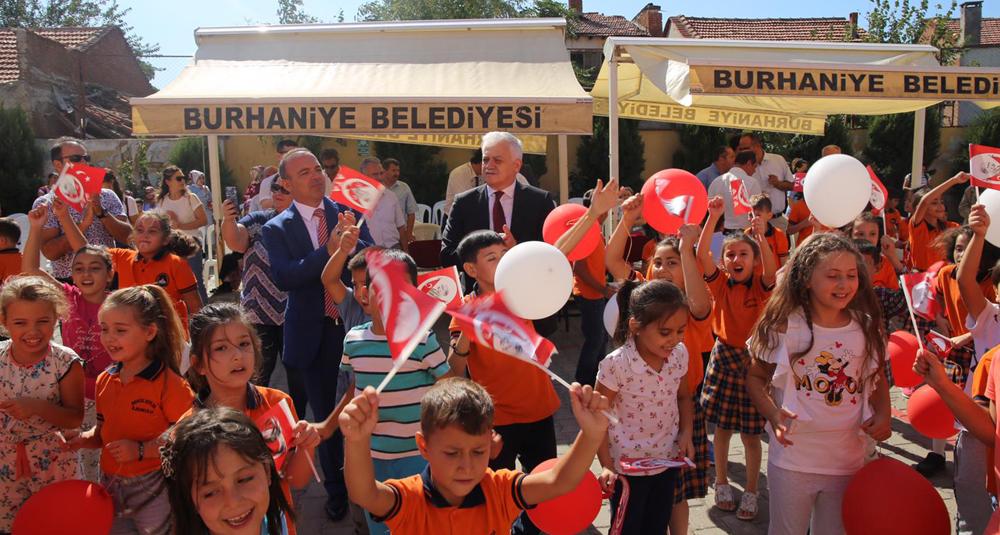 BURHANİYE'DE İLK DERS ZİLİ ÇALDI