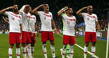UEFA MİLLİ TAKIMIN ASKER SELAMI İÇİN SORUŞTURMA BAŞLATTI