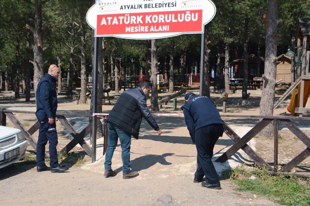AYVALIK'TA MESİRE ALANLARINA KORONAVİRÜS KİLİDİ