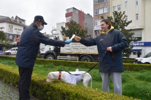 "DEZENFEKTE DETERJAN İŞLERİ NEYSE DE.. ""250 BİN MASKE, 350 BİN ELDİVEN DAĞITTIK"" DERKEN…"