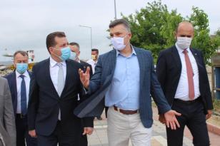 MASKELERİ TAKTILAR AMA SOSYAL MESAFE SIFIR!