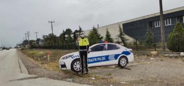 TRAFİKTE MAKET POLİS ARACINDAN SONRA MAKET POLİS