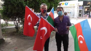 BELEDİYE AZERBAYCAN BAYRAKLARI DAGITTI