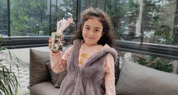 8 yaşındaki Belinay kumbarasını Ayda ile Elif'e gönderdi