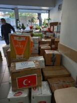 EDREMİT'İN YARDIM MALZEMELERİ İZMİR'DE
