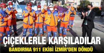 911 EKİBİNİ ÇİÇEKLERLE KARŞILADILAR