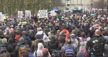 Almanya'da Covid-19 önlemlerinin sertleştirilmesi protestoların fitilini ateşledi