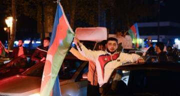 Azerbaycan'da tarihi gecede zafer kutlamaları sabaha kadar devam etti