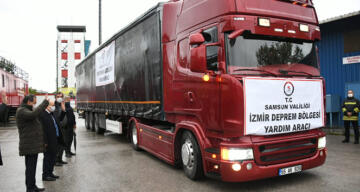 Samsun'dan İzmir'deki depremzedelere bir tır dolusu yardım
