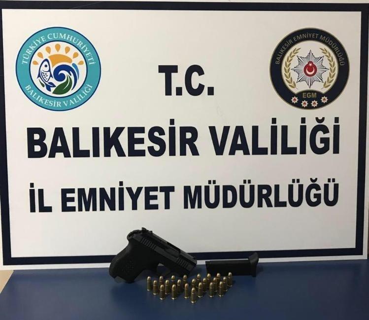 Balıkesir'de aranan 19 kişi yakalandı