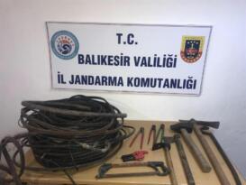 Jandarma kablo hırsızlarına suçüstü yaptı