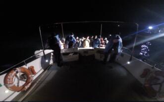 Ayvalık'ta Türk karasularına itilen 37 göçmen kurtarıldı