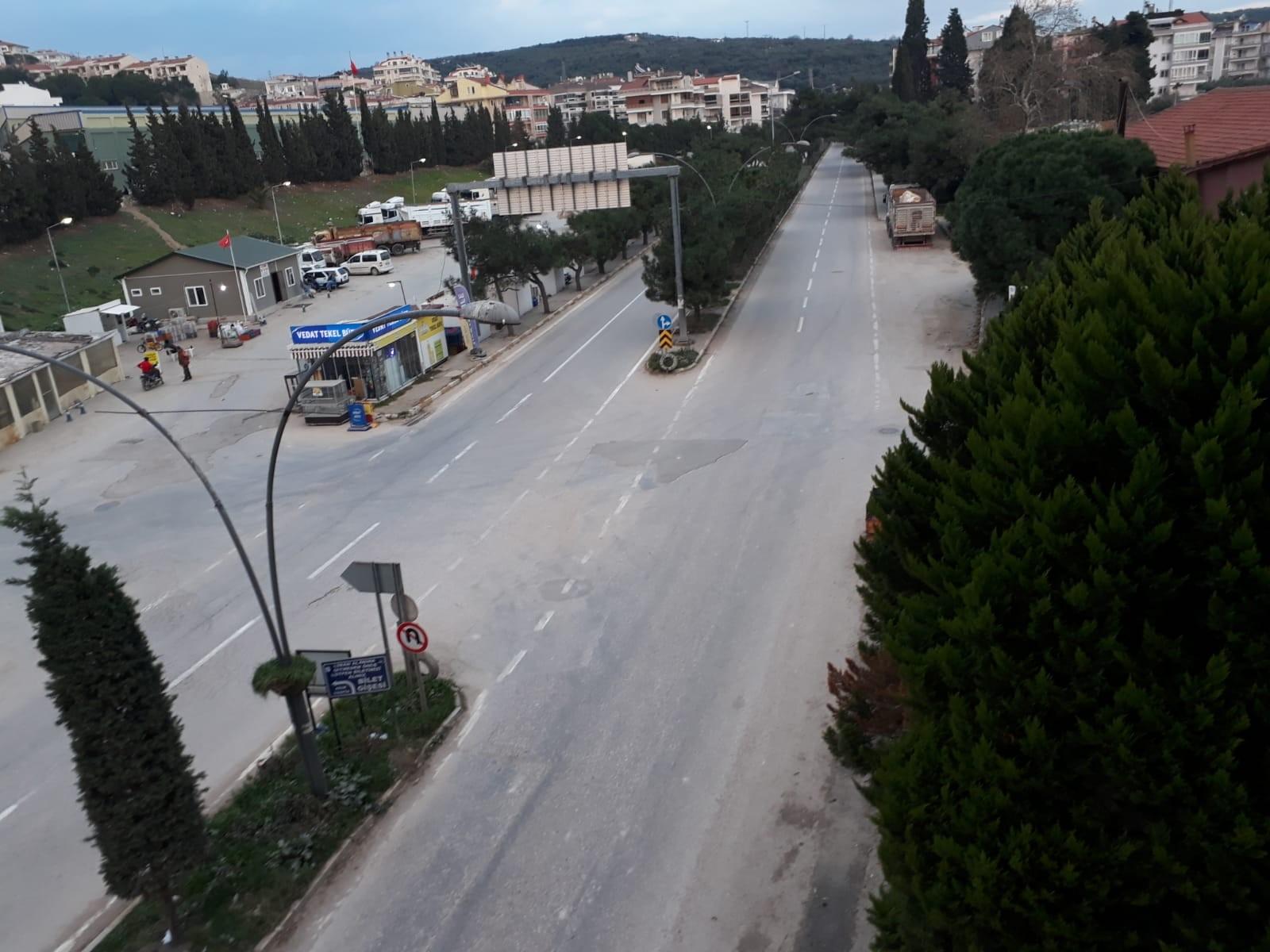 Erdek'te meydan ve caddeler boşaldı