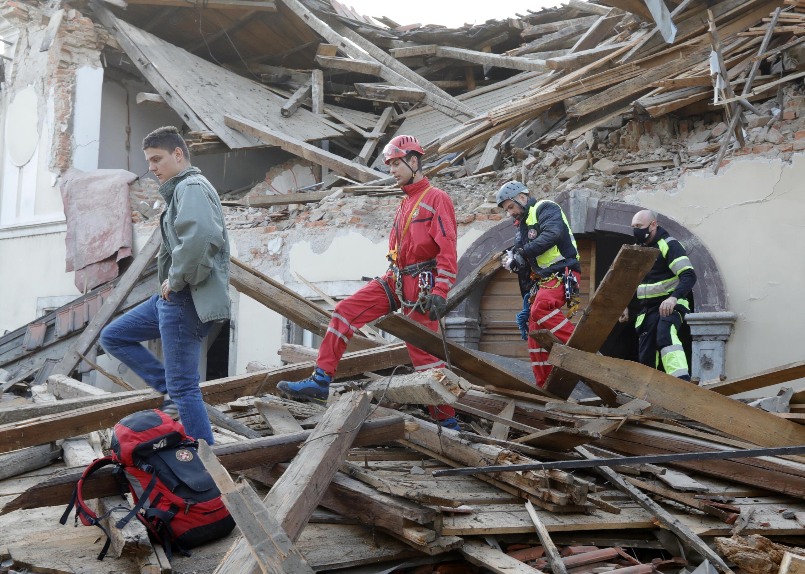 Hırvatistan'da 6.3 büyüklüğünde deprem!