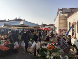 Cunda'nın Cuma Pazarı'na yılbaşı ayarı