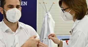 Avusturya'da ilk Covid-19 aşısı yapıldı
